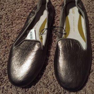 GAP metallic pewter slipper